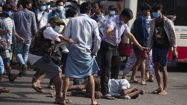 Facebook e Instagram banem contas ligadas ao exército de Myanmar