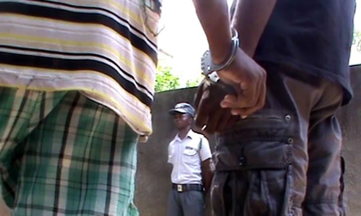 Detido com 1.400 litros de combustível roubado em canoas no norte de Moçambique