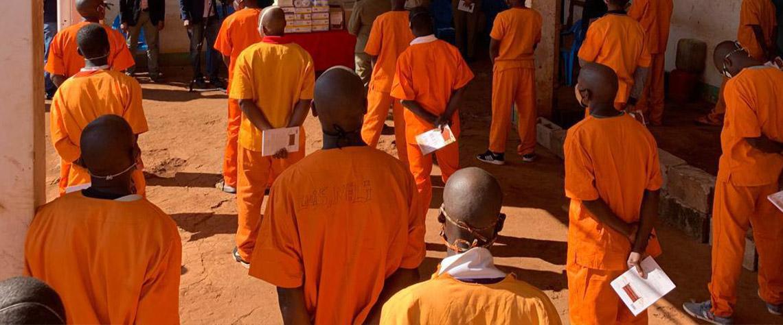 Covid-19 no sistema penitenciário: reclusos e funcionários infectados