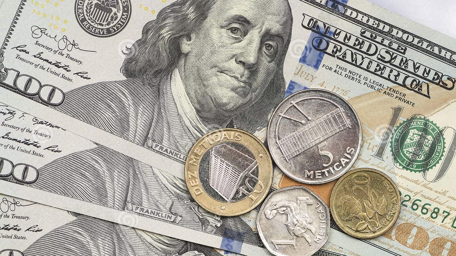 Metical vai desvalorizar-se este ano para 77,7 por dólar