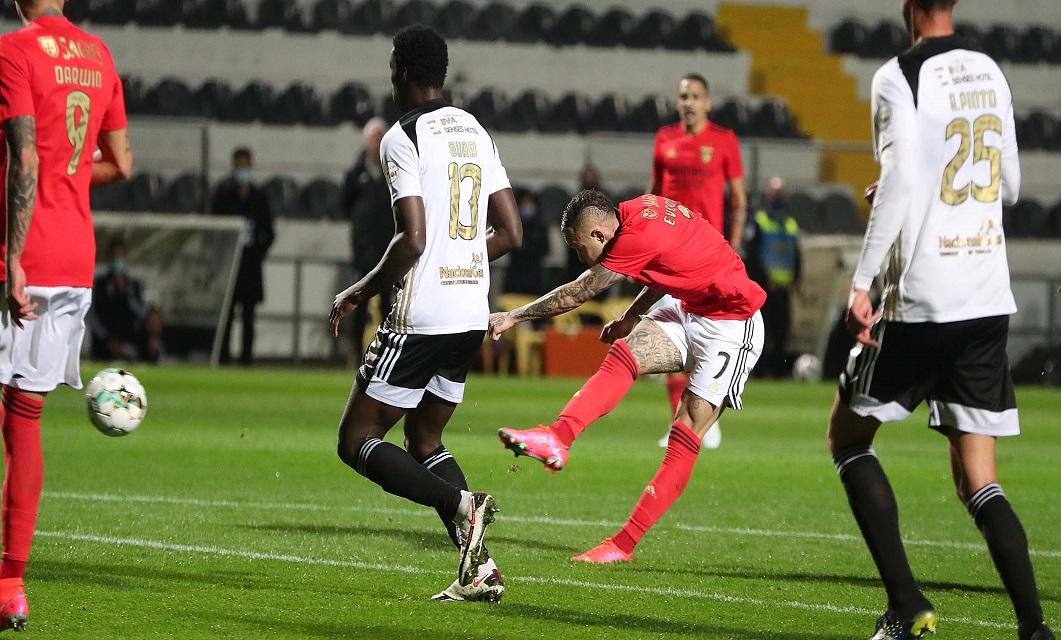 Águia volta a empatar e fica a 15 pontos da liderança: Farense 0-0 Benfica