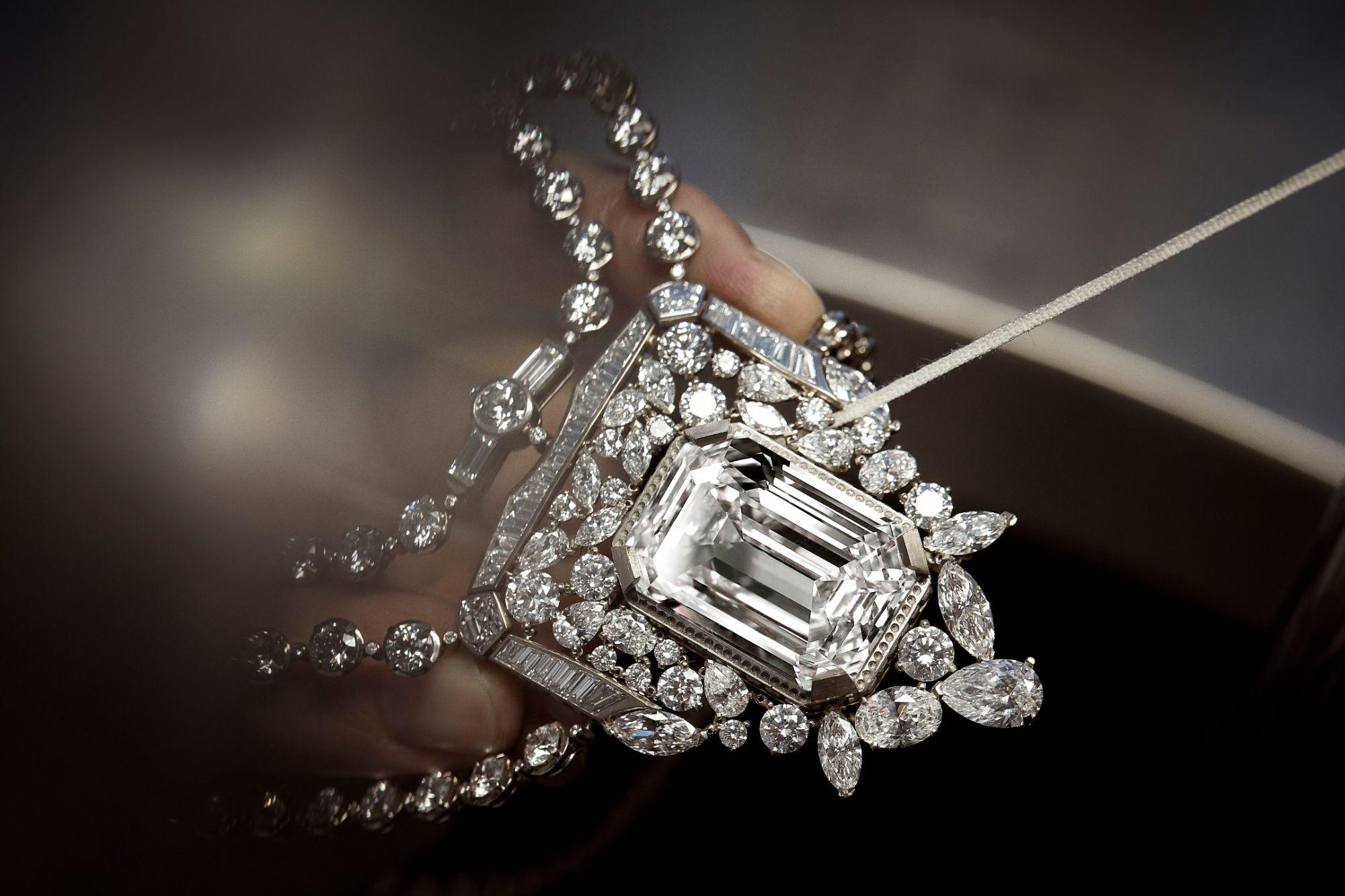 Para o 100º aniversário do seu perfume N°5, Chanel imagina um diamante de 55,55 quilates