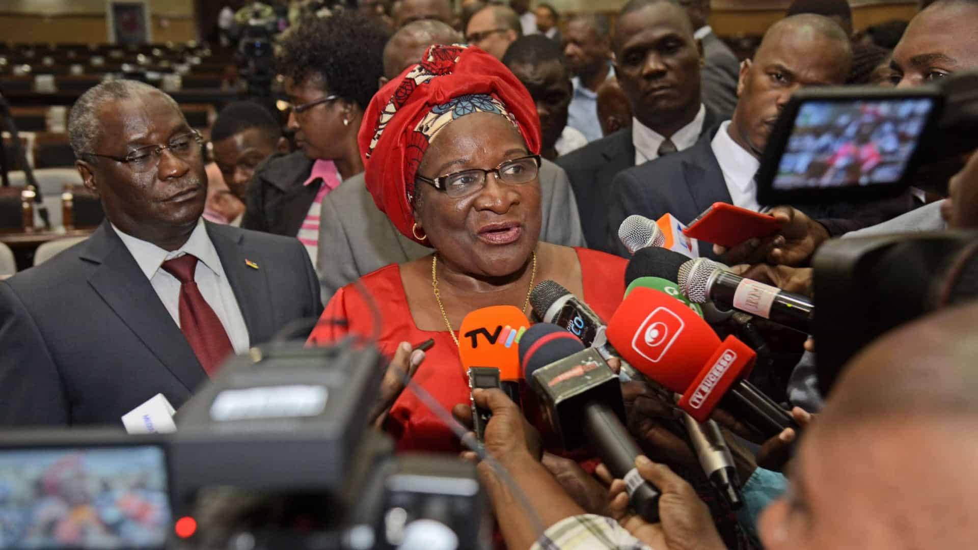 MNE moçambicana defende apoios para operações de paz em África