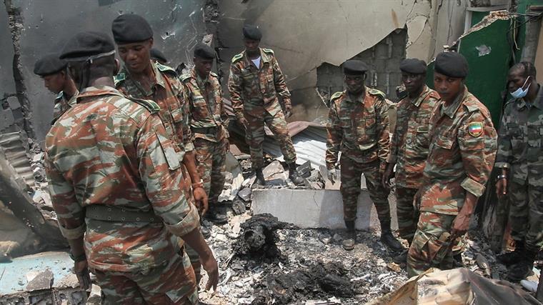 Explosão faz dezenas de mortos na Guiné Equatorial