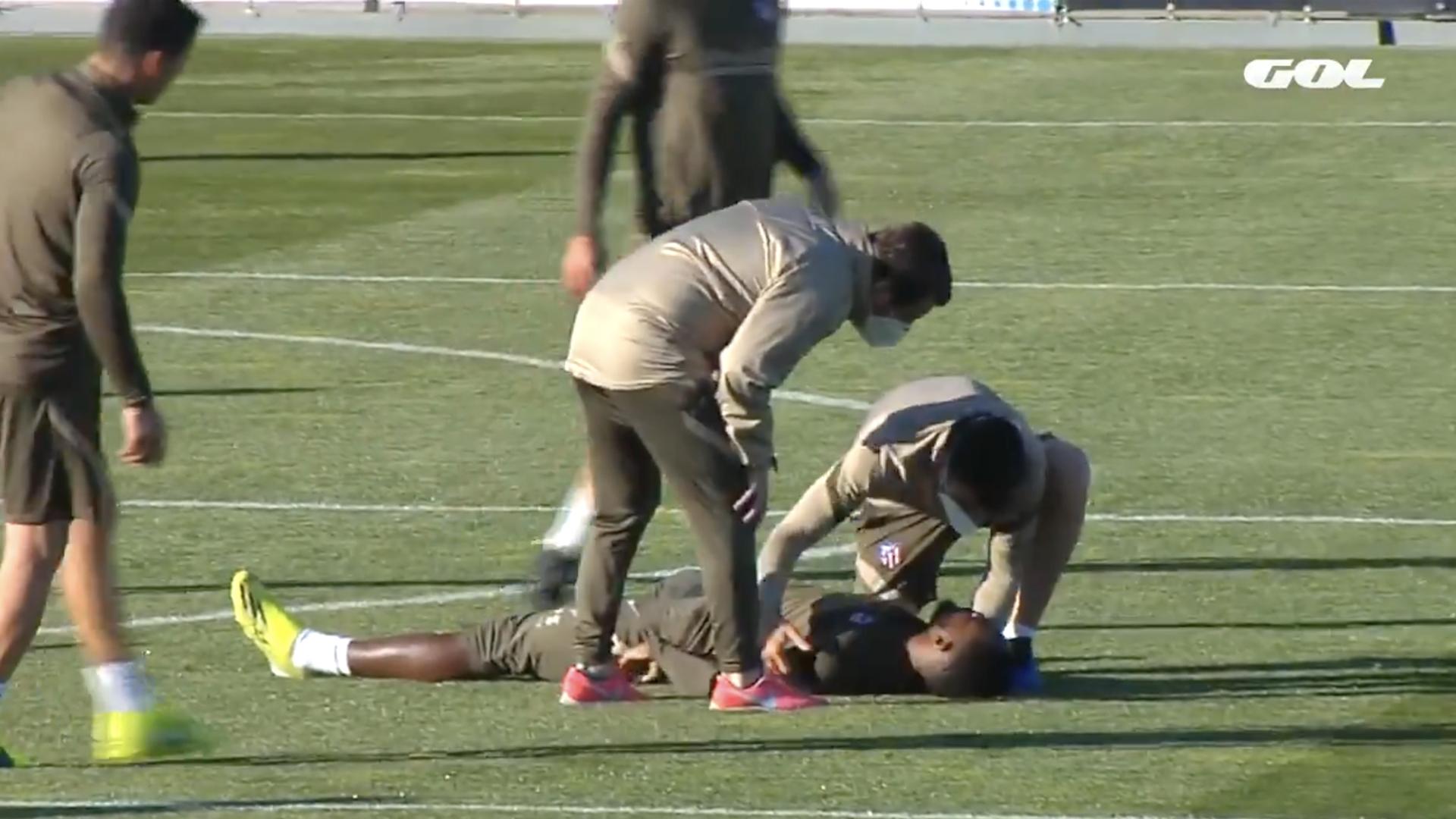 O mal-estar de Moussa Dembele durante o treino aterroriza os utilizadores da Internet