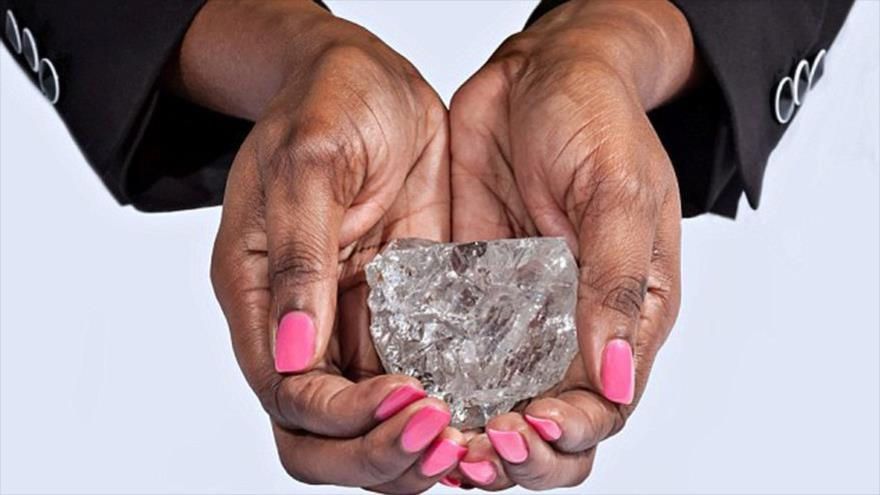 Empresa angolana descobre diamante de 114 quilates no Lulo