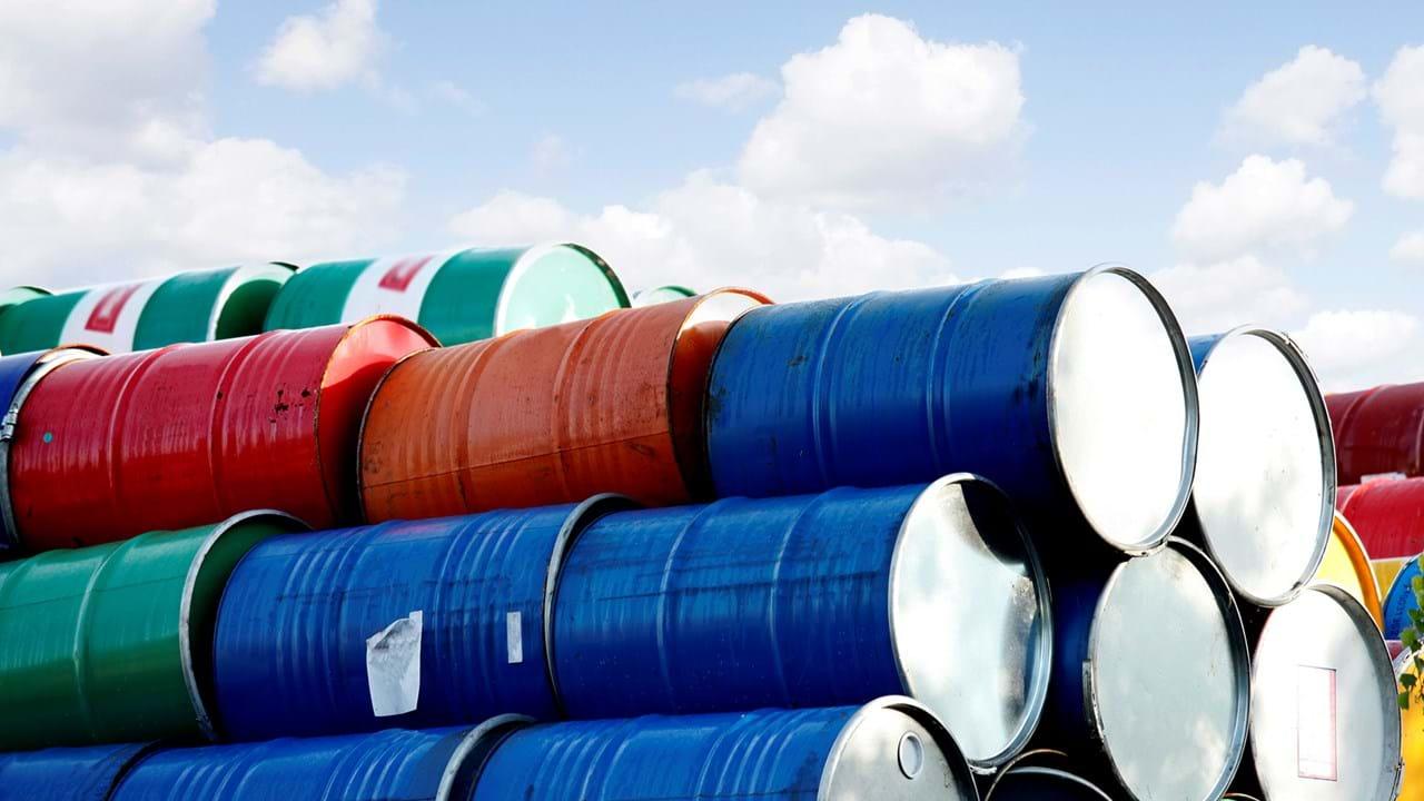 Cotação do barril Brent com forte queda. Receio de menos China, mais OPEP
