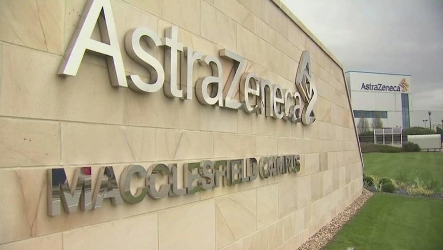 A lista de países que têm vindo a suspender a vacina da AstraZeneca já é longa