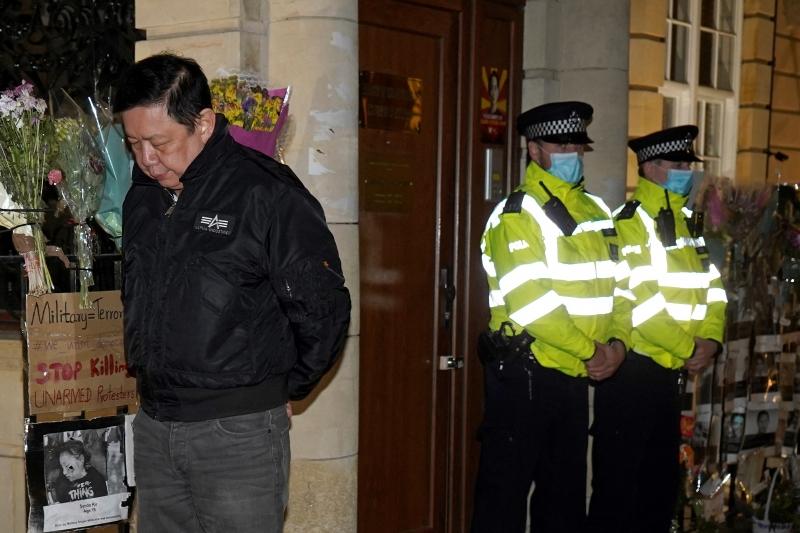Embaixador de Myanmar no Reino Unido impedido de entrar na embaixada