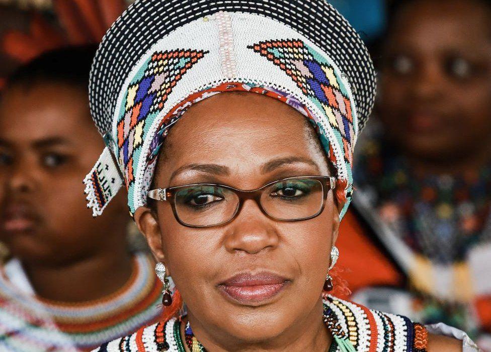 Rainha regente dos zulus morre de repente semanas depois do marido
