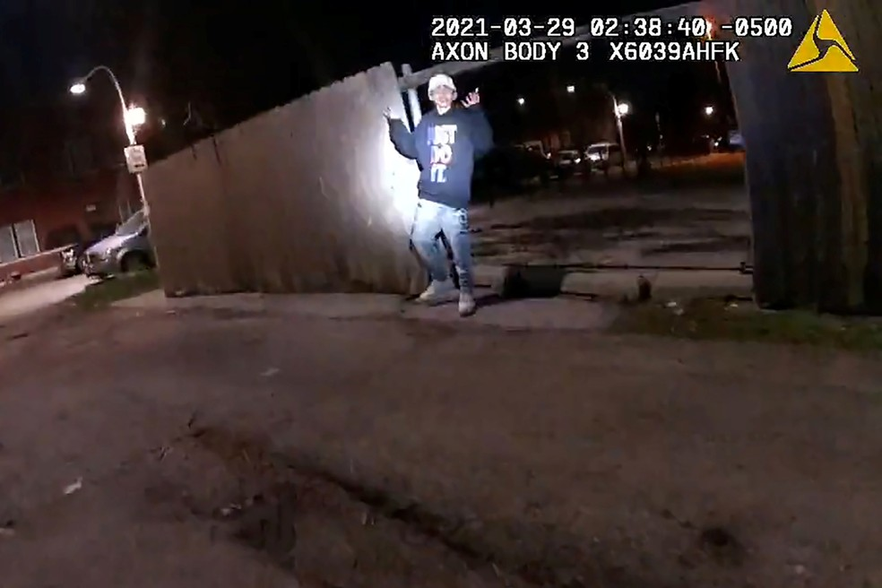 Chicago divulga vídeo em menor de 13 anos baleado e morto pela polícia