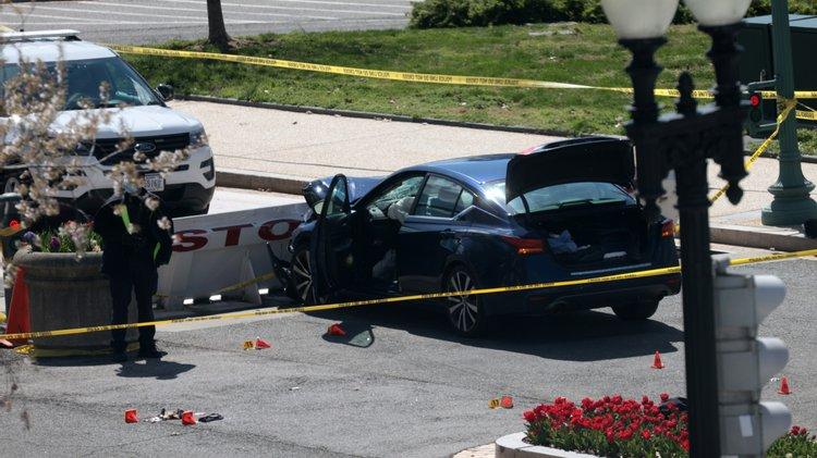 Capitólio atacante invadiu entrada principal com um carro e esfaqueou polícias