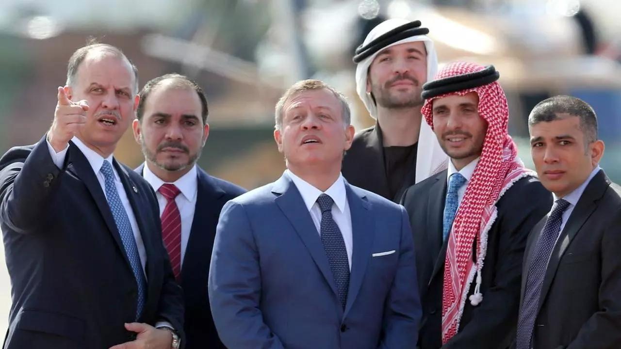 "Suspeita de complô familiar contra rei Abdullah 2º da Jordânia leva à ""prisão domicilar"" de príncipe"