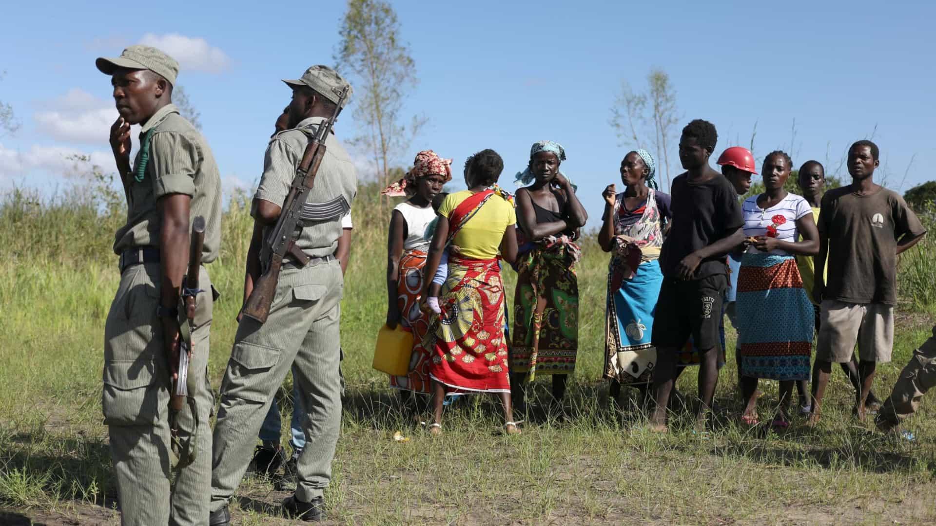 Polícias moçambicanos querem descobrir colegas que ajudam insurgentes