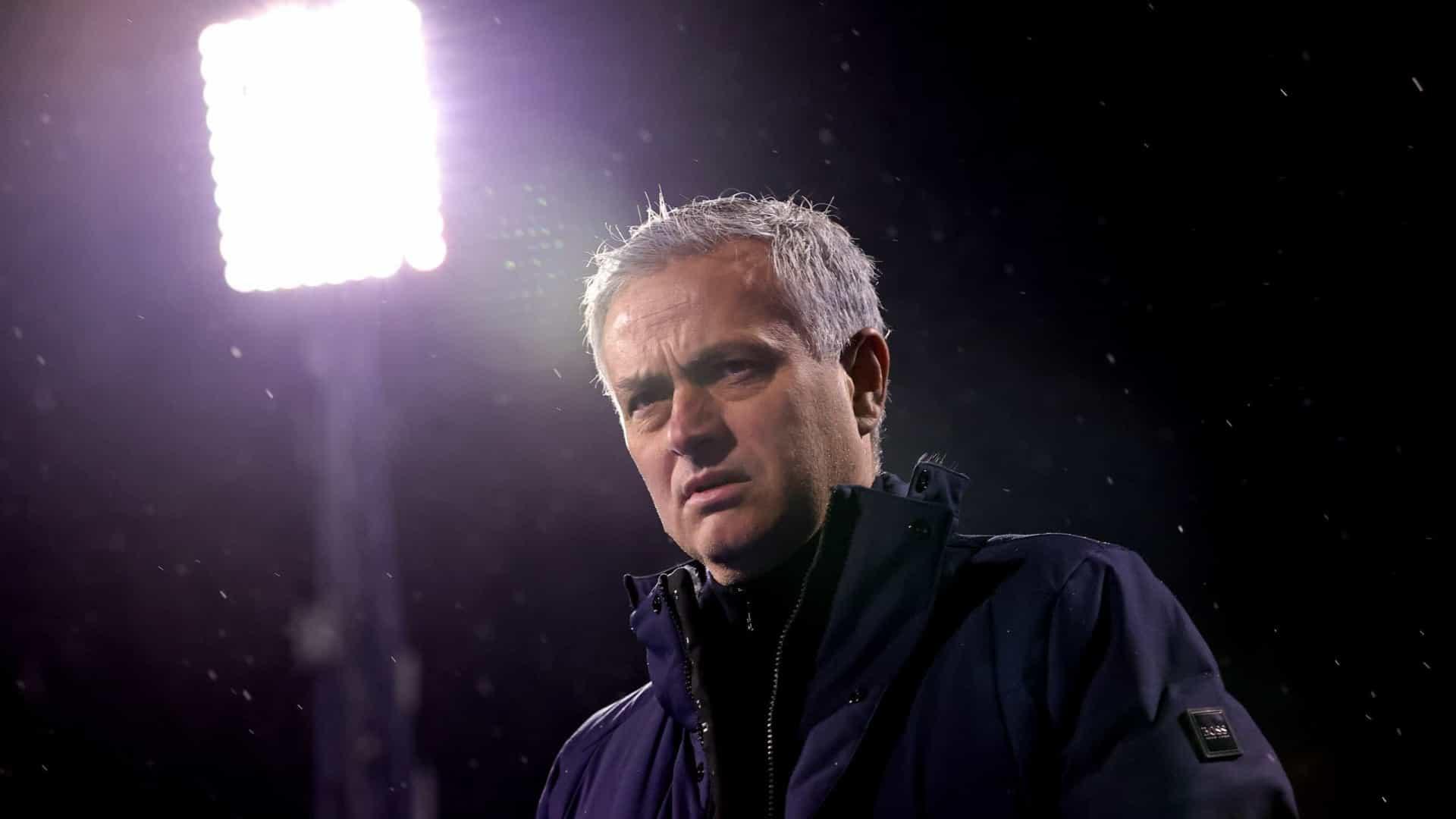 Mourinho despedido a menos de uma semana de disputar final da Taça da Liga