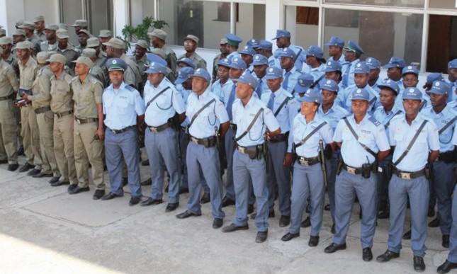 """O comandante-geral da Polícia da República de Moçambique (PRM) garantiu que as autoridades """"estão a trabalhar"""" para esclarecer os casos."""
