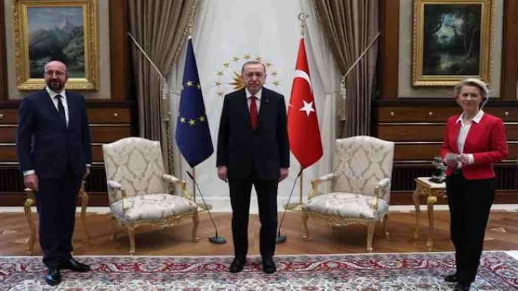 Turquia recebe representantes da UE para 'conciliação'.