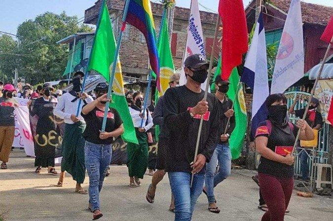 """Myanmar:  Manifestantes contra a Junta Militar  pedem uma """"revolução da primavera"""""""