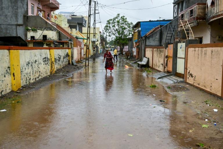 ÍNDIA: Passagem de ciclone deixa mais de 90 mortos na Índia