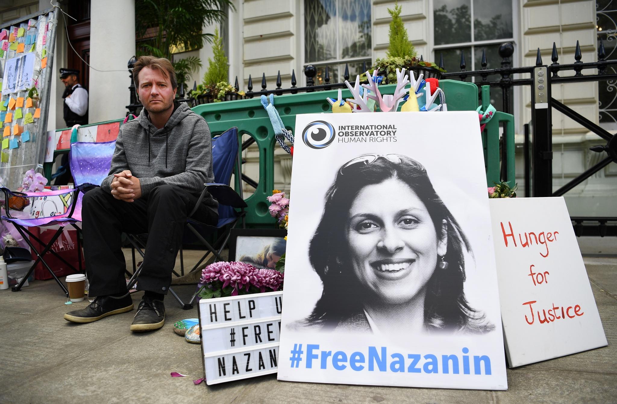 """Londres qualifica de """"tortura"""" tratamento a Zaghari-Ratcliffe no Irão"""