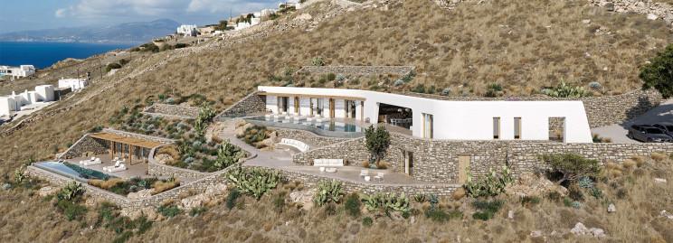 """Uma casa """"escondida"""" numa encosta na ilha grega de Mykonos"""