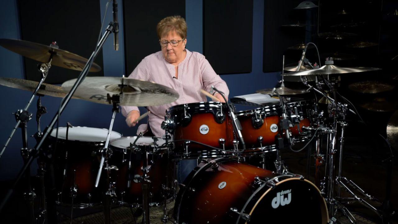 Avó baterista consegue 20 milhões de visualizações com vídeo viral em que mostra o seu talento