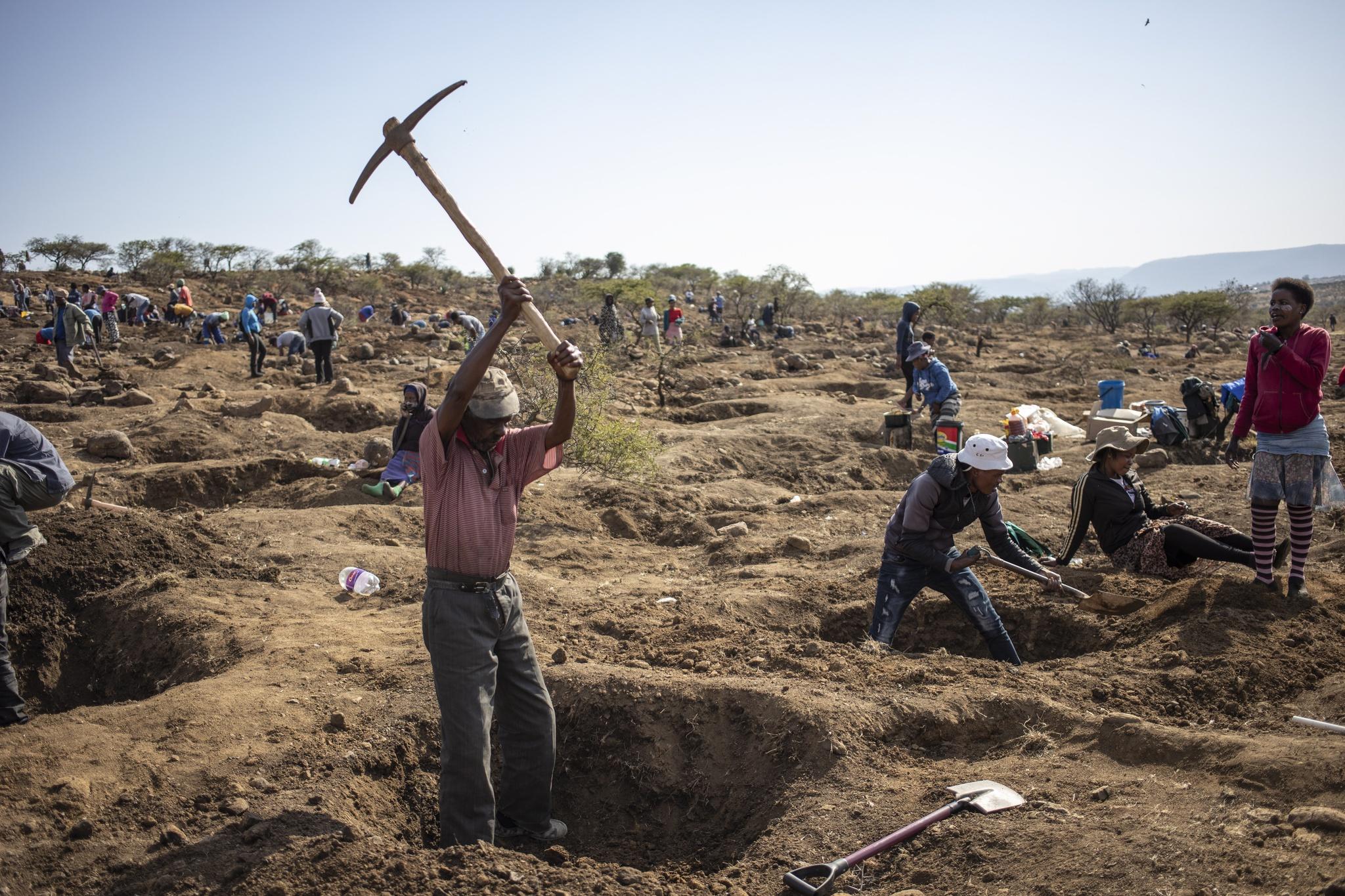 África: Polícia sul-africana descobre 20 corpos de mineiros ilegais