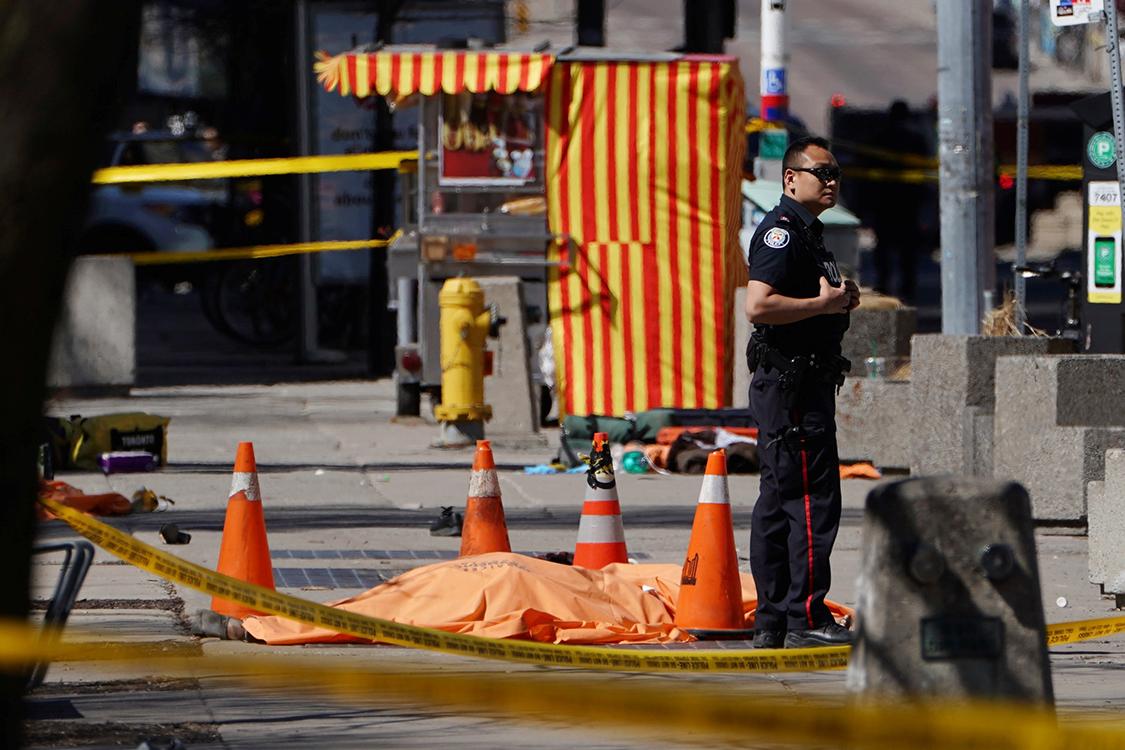 Américas: Um motorista atropela uma família, matando quatro pessoas, no que a polícia canadiana diz ser um crime de ódio anti-islâmico