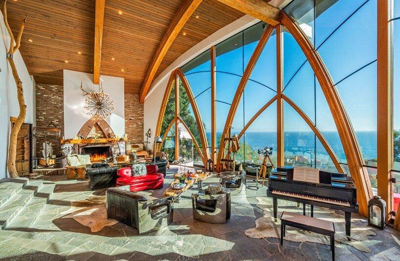 casa futurista está à venda  e esconde um interior incrível