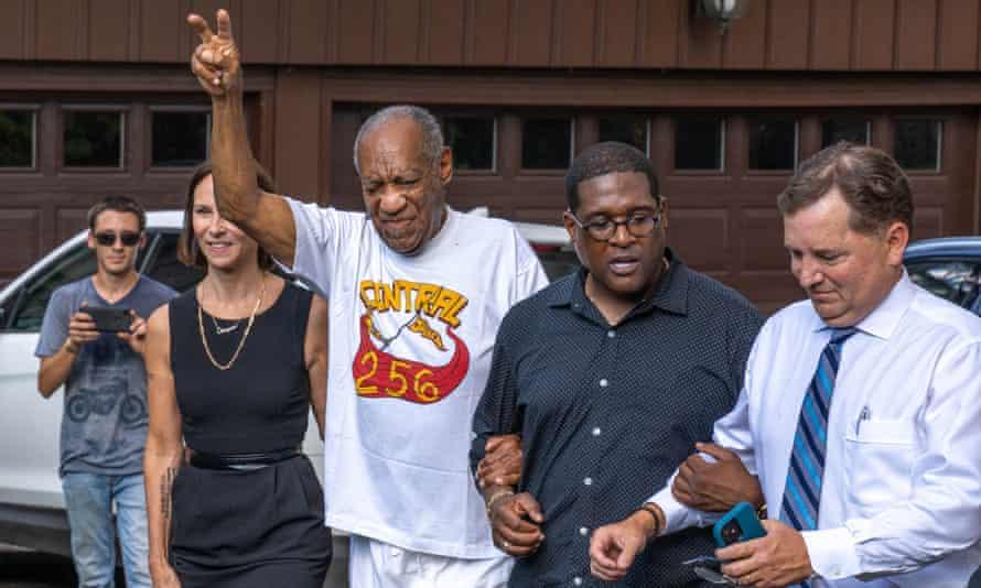 EUA: Bill Cosby libertado após a anulação da condenação por agressão sexual