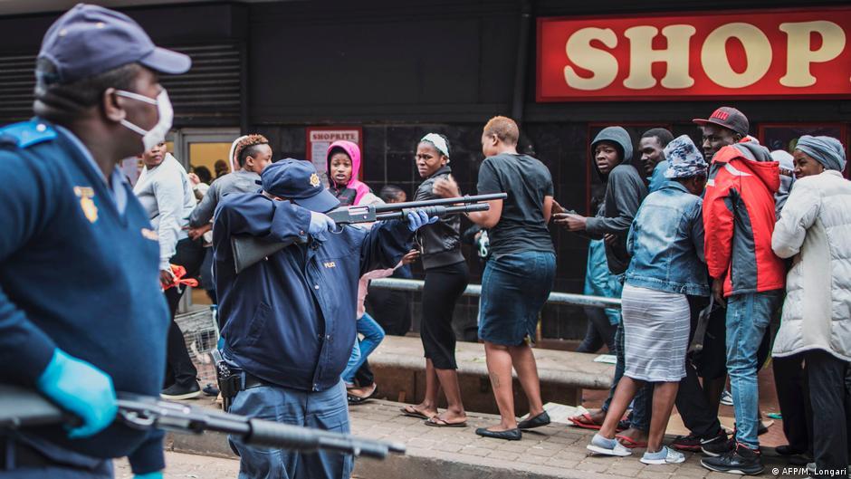 África do Sul: Caos com lojas saqueadas e violência nas ruas