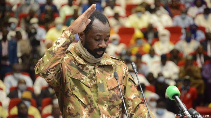 """África: O presidente interino do Mali, diz que """"está muito bem"""" após sofrer uma tentativa de assassinato"""