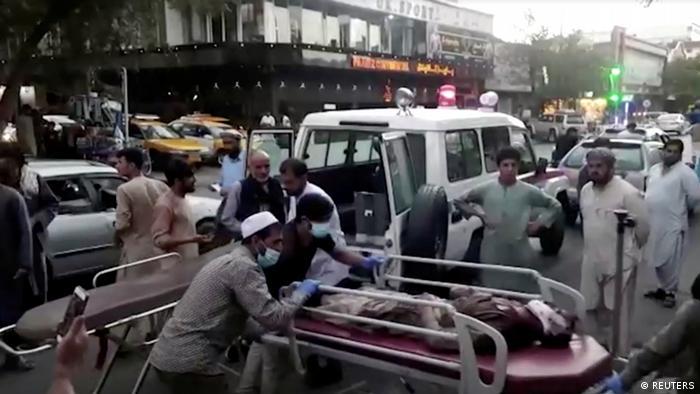 Terrorismo: Duplo atentado no aeroporto de Cabul deixa dezenas de mortos