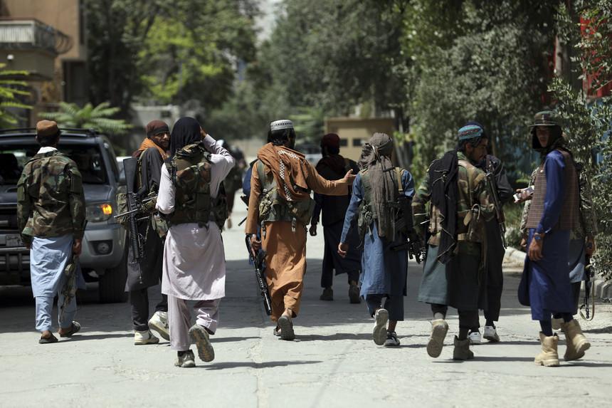 Cabul: Talibãs condenam ataque no aeroporto de Cabul
