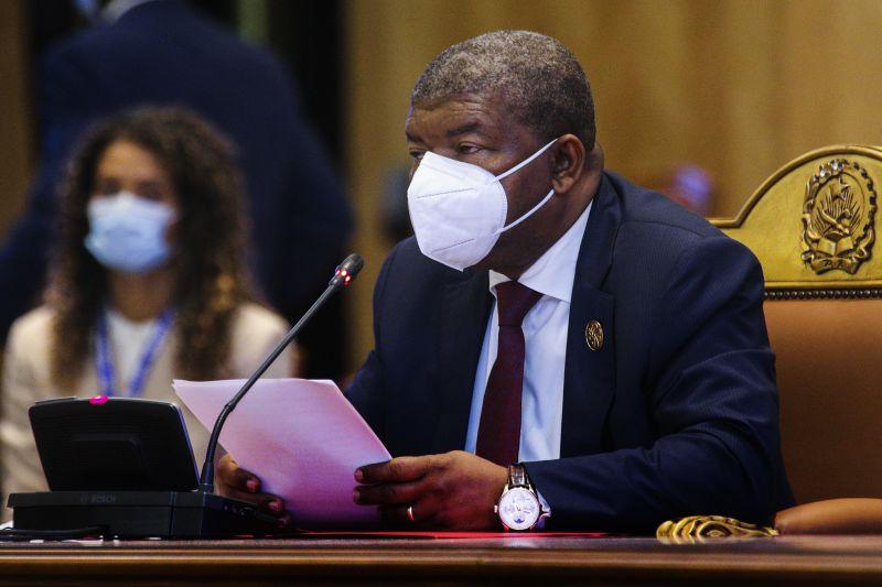 "África: Presidente angolano quer que África deixe de ser ""potencialmente rica"""