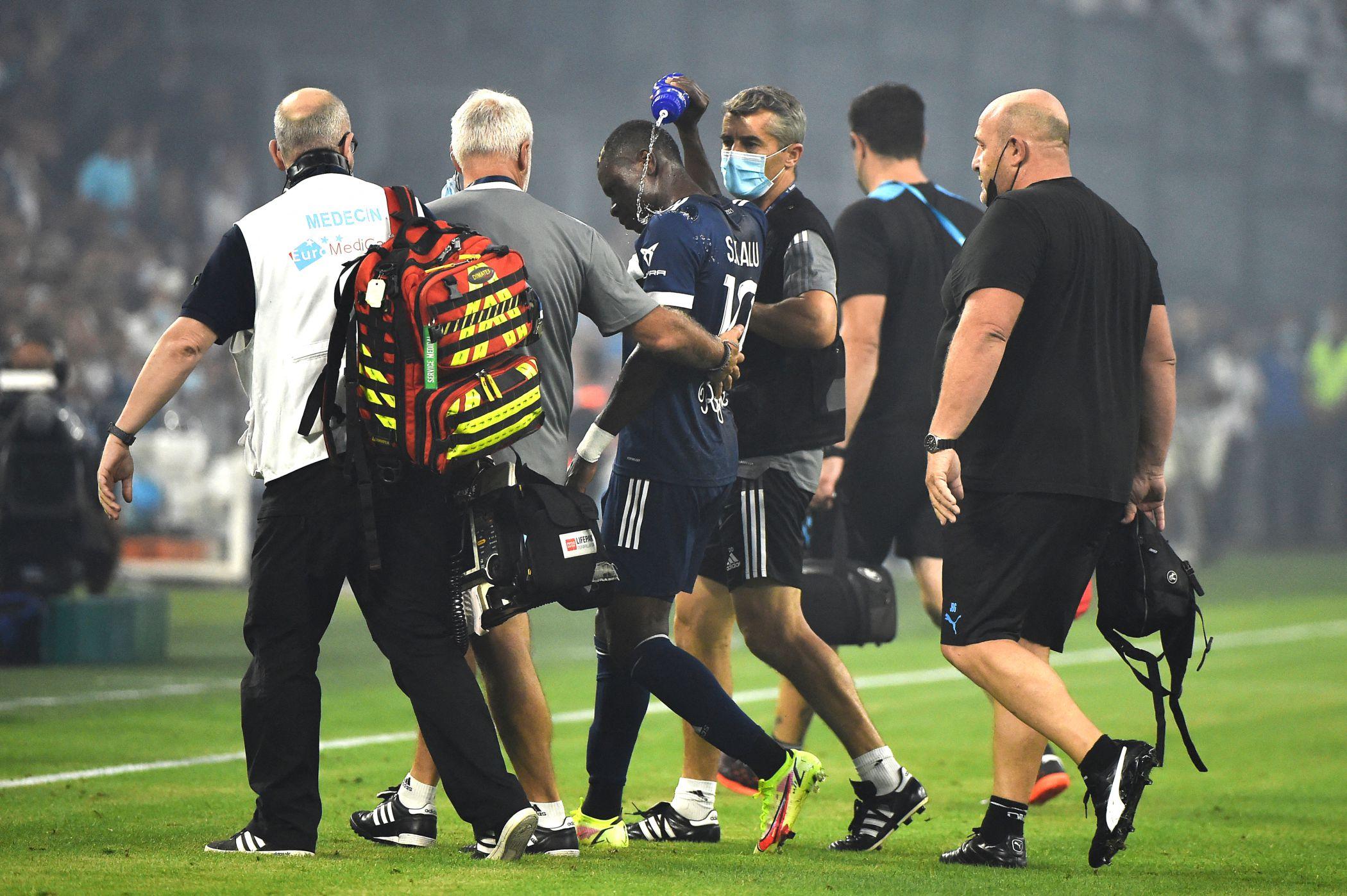 Futebol: Jogador do Bordéus colapsa no relvado e provoca enorme susto