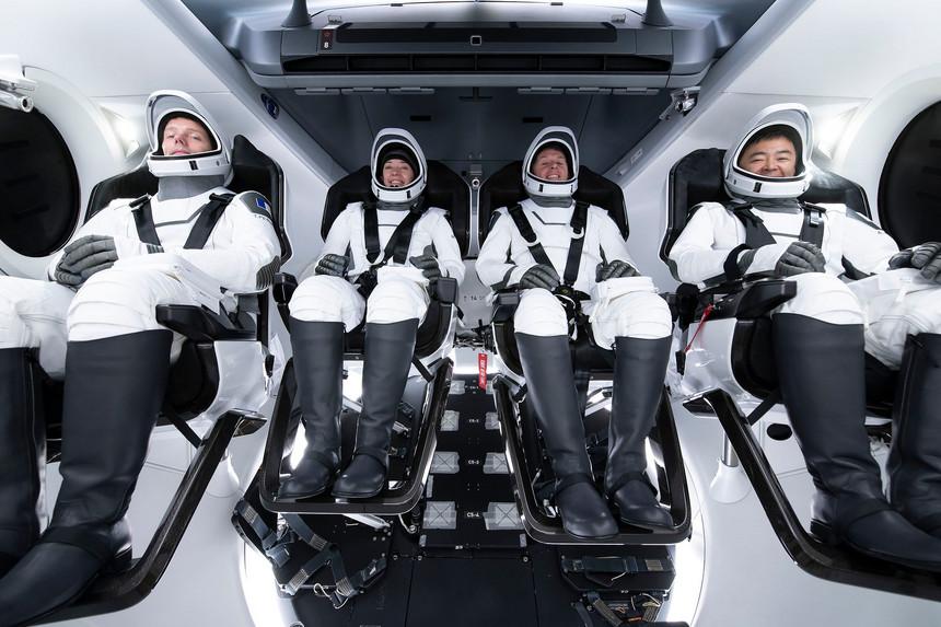 """Lifestyle: Primeiros turistas da SpaceX já iniciaram """"cruzeiro espacial"""""""