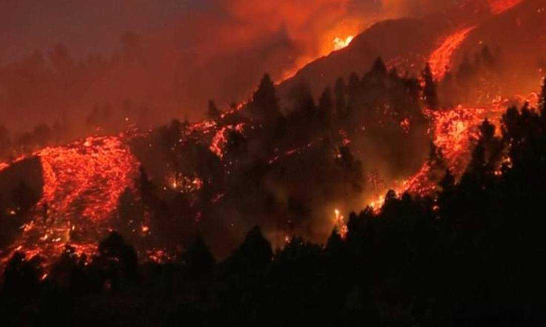Mundo: Vulcão Cumbre Vieja entra em erupção nas Canárias